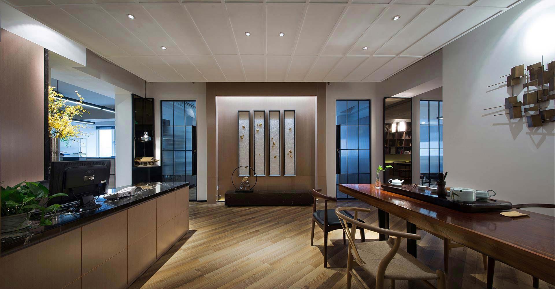 公共办公室设计以白色为主调,整体显得简洁明朗,和谐自然,具有灵动而