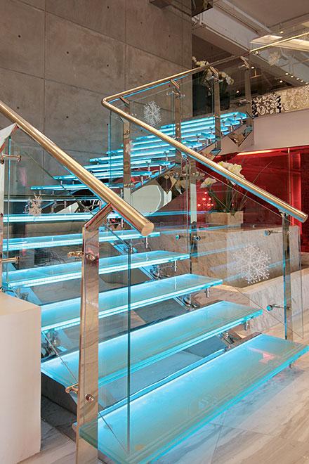 图七:深圳蓝玛赫西餐厅设计楼梯